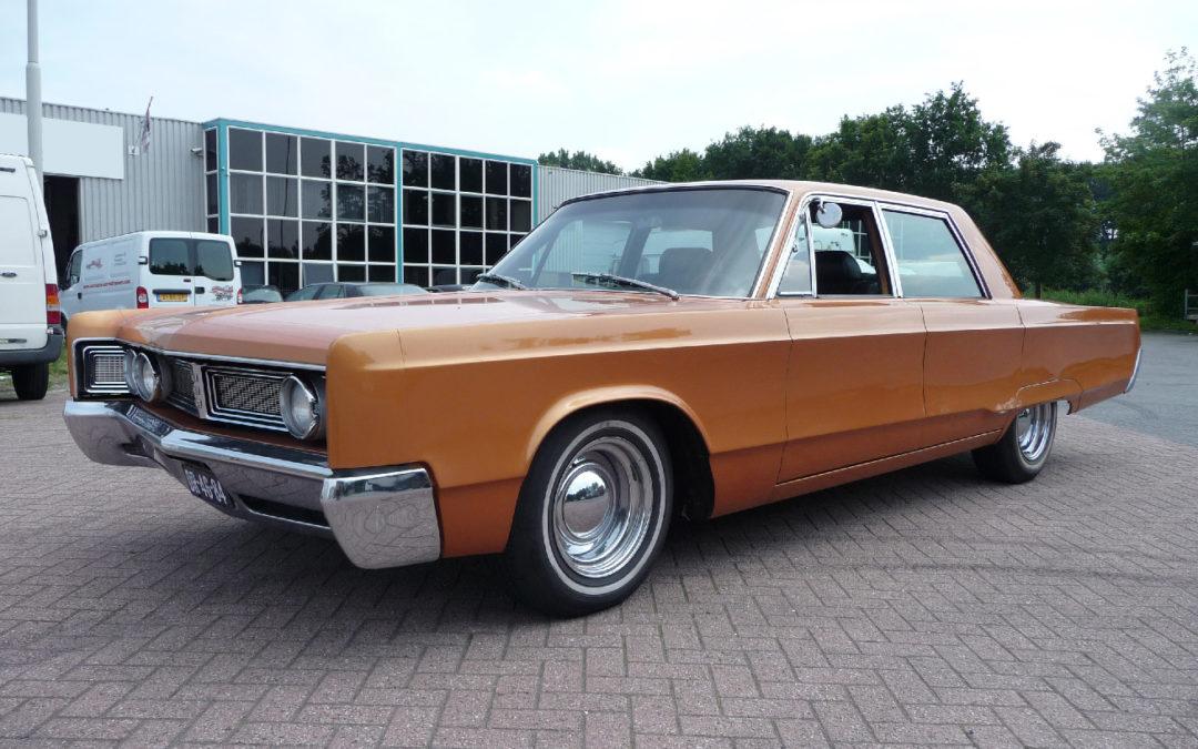 Shaved Chrysler Newport (1967) krijgt nieuw interieur
